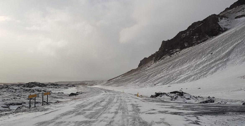 une route enneigée