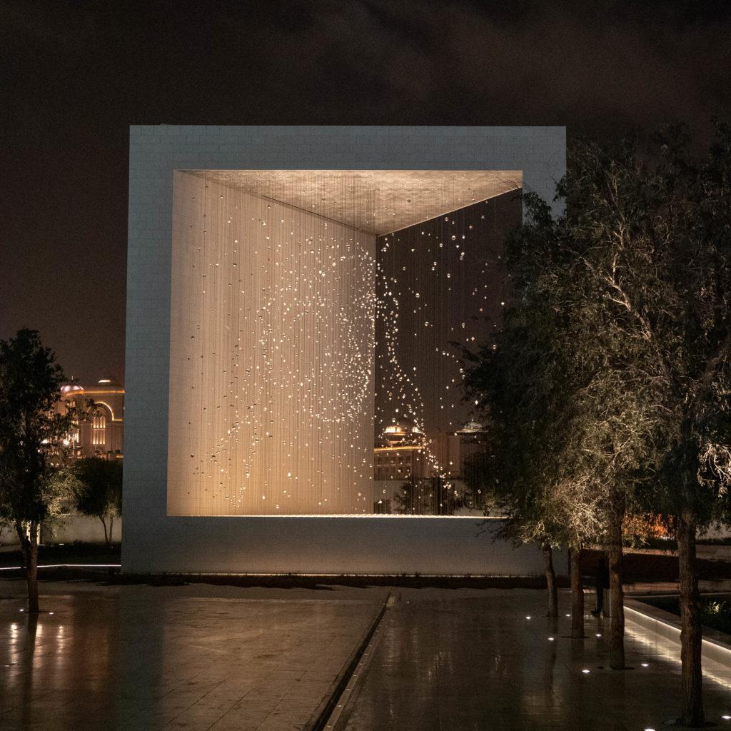 Le mémorial du cheikh Zayed illuminé la nuit
