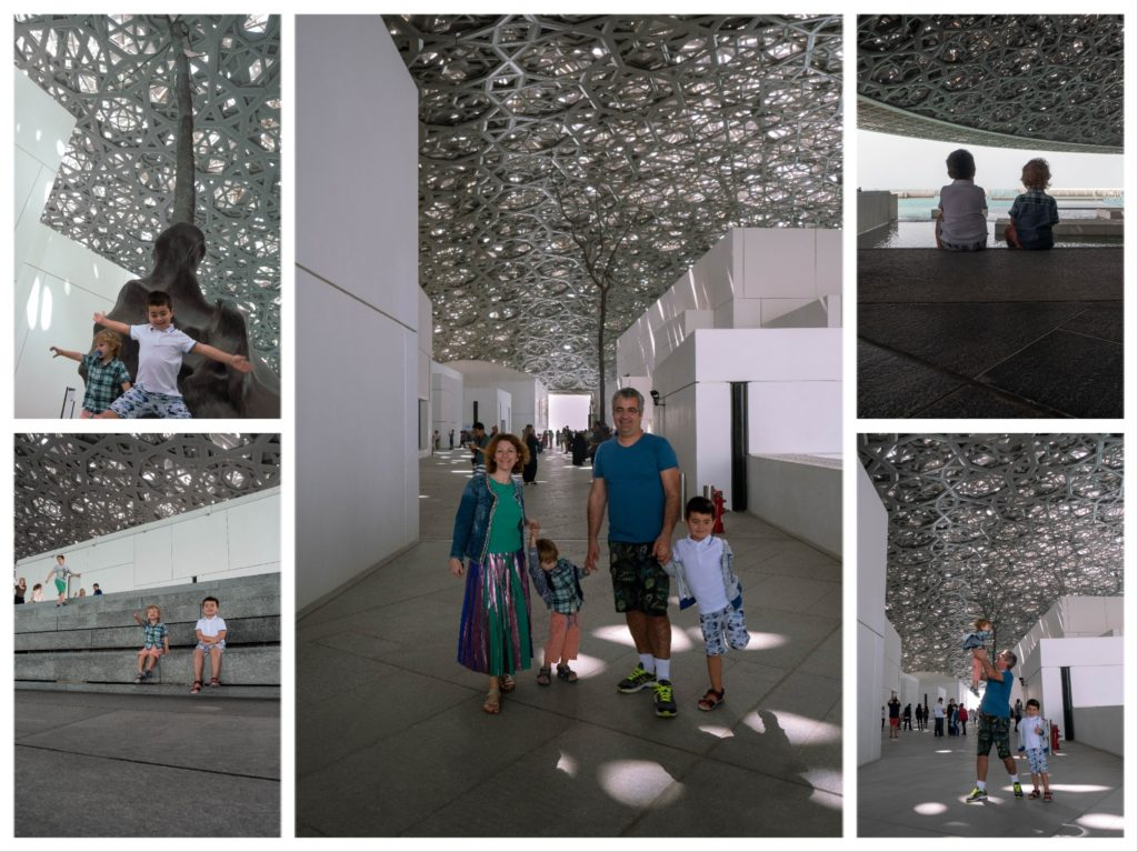 images de notre famille sous la coupole du Louvre abu dhabi