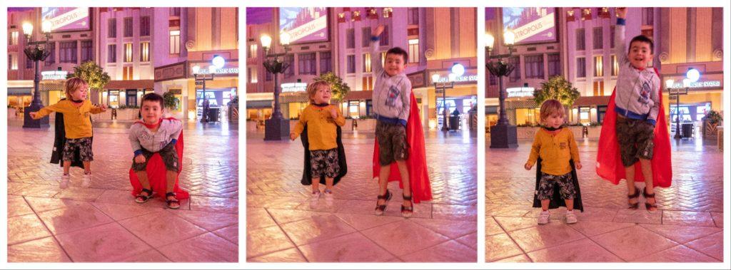 enfants jouant à Batman et Superman