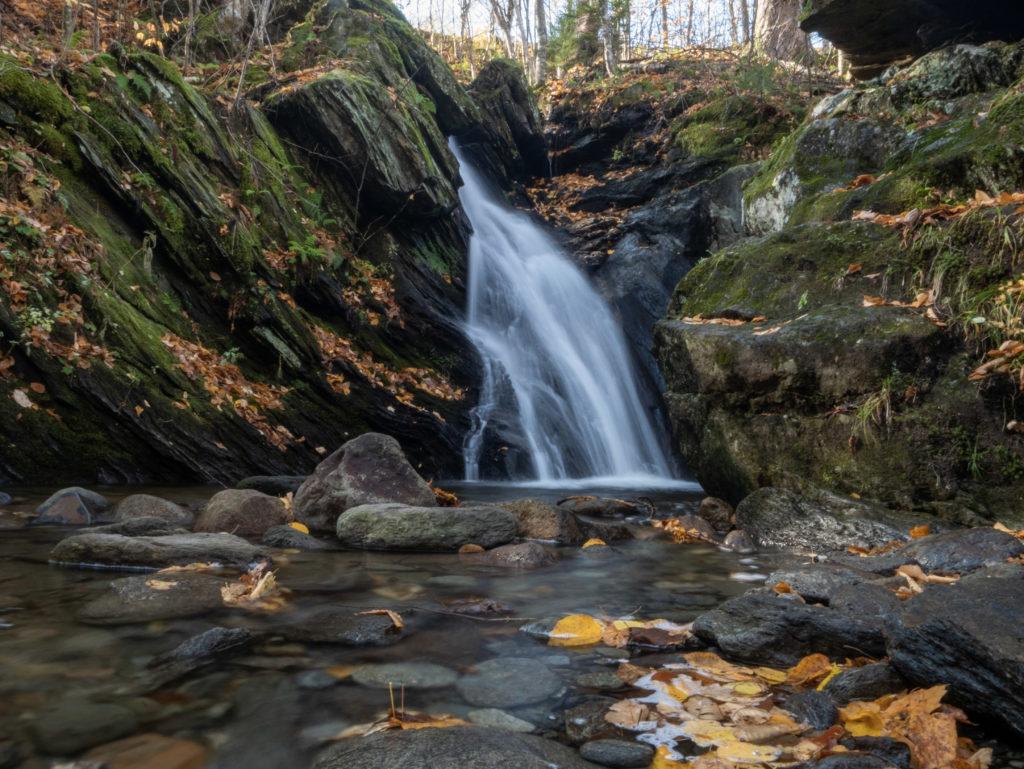 La cascade du pékan sur le mont Sutton.